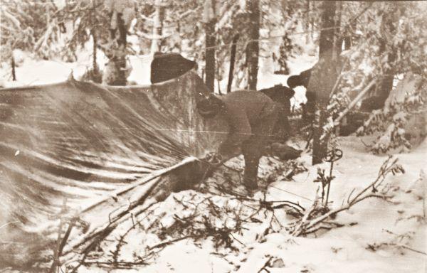 Стоянка группы, установка палатки