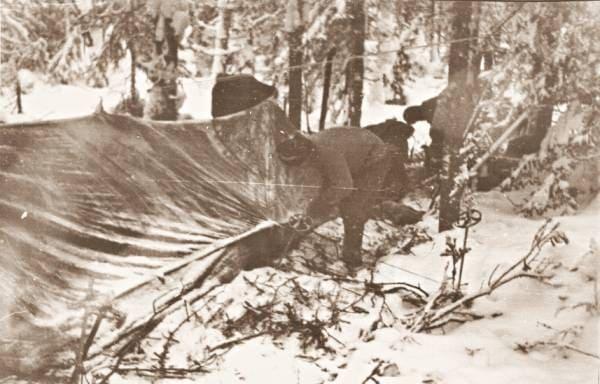 Группа Дятлова в долине 4-ого притока реки Лозьва - установка палатки