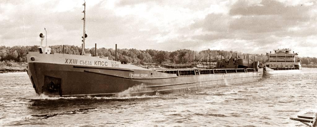Большие грузы доставляли по рекам танкерами и баржами