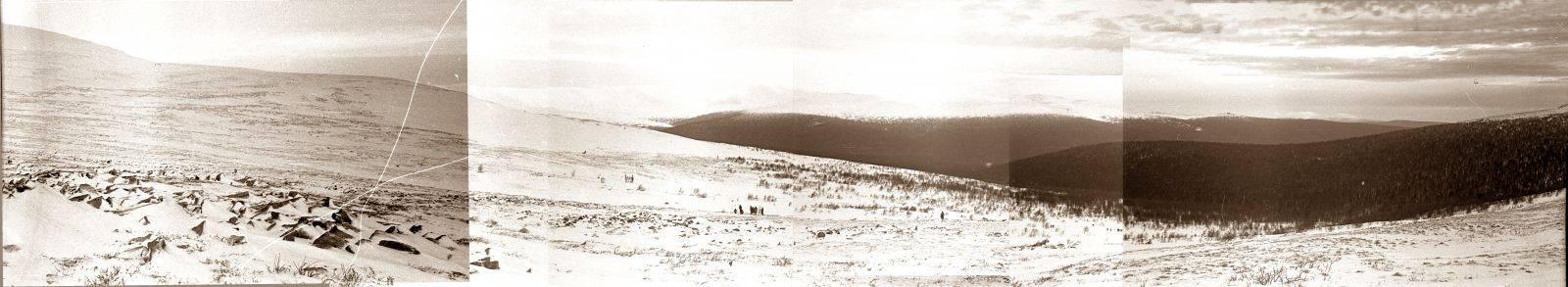 Вид у подножия горы Холатчахль зимой 1959 года (вид на северный отрог и долину реки Лозьва )