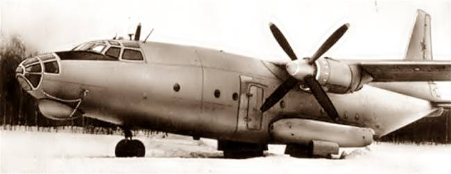 Военно-транспортный самолет АН-8Т (топливовоз )