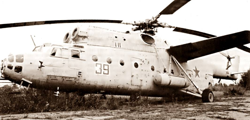с 1954 года для перевозки грузов создан (Михаил Леонтьевич Миль) тяжелый десантно-транспортный вертолет Ми-6