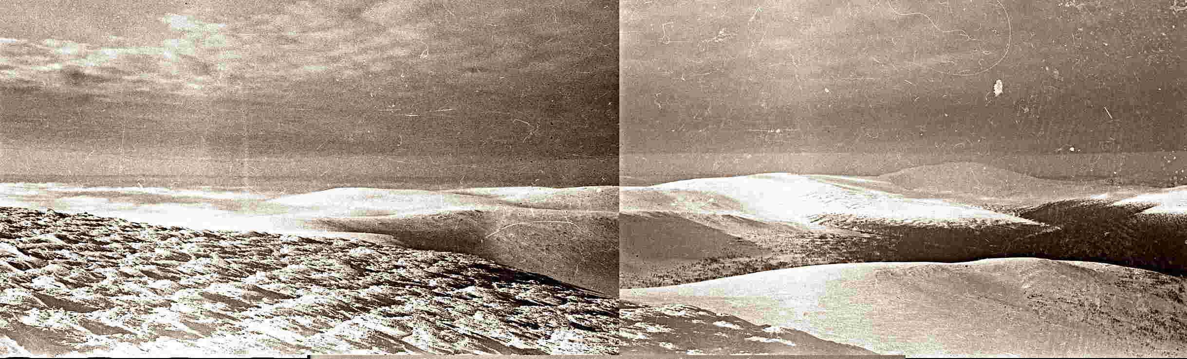 С западной стороны северного отрога горы Холатчахль видны участки с растаявшим и застывшим снегом.