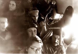 Группа туристов, среди них Колмогорова и Золотарев на пути в Вижай, автобус