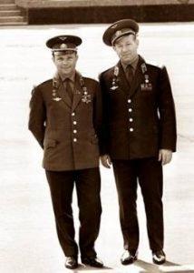 Леонов и Гагарин в молодости