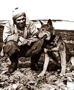 Кинолог Моисеев с розыскной собакой