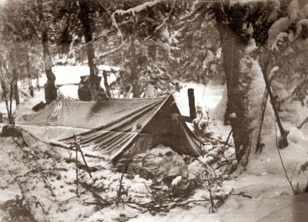 Группа Дятлова в долине 4-ого притока реки Лозьва у Кедра - палатка