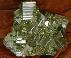 Пирит - образцы этого минерала были найдены в рюкзаках группы Дятлова