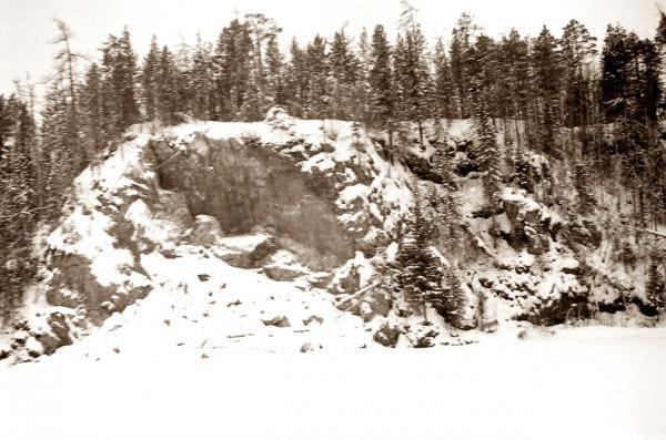 Скалистые берега реки в районе 2-го Северного