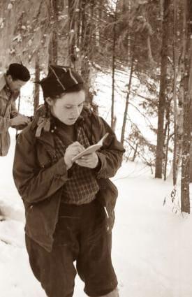 Зина Колмогорова что-то записывает в свой дневник