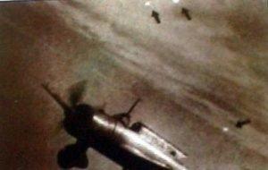 Foo Fighters сфотографирован вслед за японским   истребителем Mitsubishi Ki-51